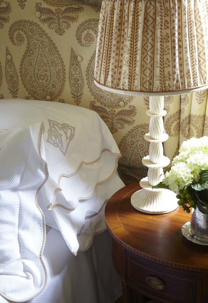 Cathy kincaid bedroom details leontine linens scallop applique